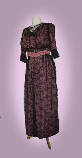 robe dentelle noire fourreau rose 1905-10